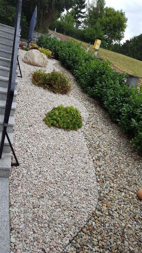 Rasenerneuerung  Garten  Wasser Stein