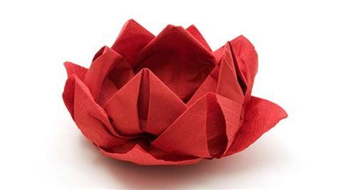 pliage de serviette en fleur tutoriels et explications