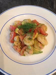 Rezepte Mit Garnelen : tomaten avocado salat mit gebratenen garnelen von ~ Lizthompson.info Haus und Dekorationen