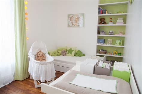 bebe dans chambre des parents inspiration déco pour une chambre mixte de bébé