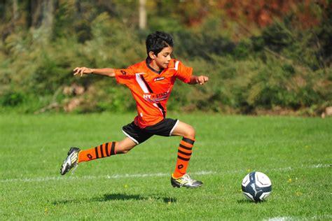 Ukuran lapangan sepakbola mulai dari ukuran lapangan sepak bola nasional dan ukuran lapangan sepakbola internasional. 3 Manfaat Bermain Sepak Bola Bagi Si Kecil