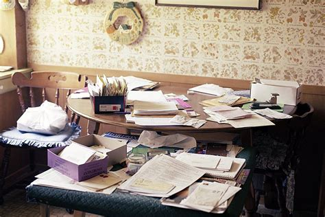 easy steps  reduce  paper clutter