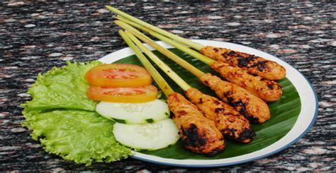 Sate (indonesian spelling) or satay (malaysian spelling) is one of sate lilit bali (balinese minced seafood sate). Masakan Bali: Sate Lilit - Katalog Kuliner