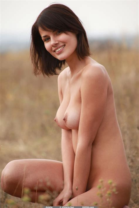 Beautiful Young Lady With Sexy Natural Tits Models Her Hot