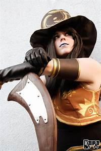 Caitlyn Cosplay: The Sheriff Of Piltover by MomoeHamaguchi ...