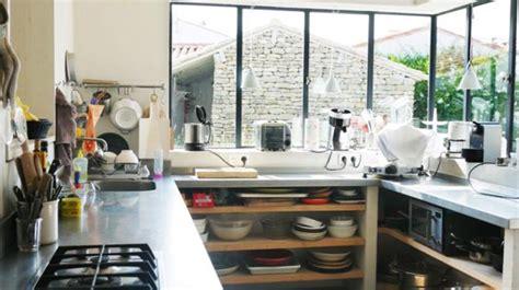 fen黎re cuisine 17 meilleures idées à propos de bord de fenêtre de cuisine sur rebord de la fenêtre traitements de fenêtre de cuisine et