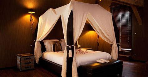 chambre avec privatif sud ouest suite lodge lit baldaquin 2 places barre de