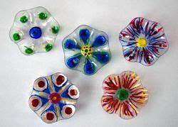 Blumen Basteln Fensterdeko : die besten 25 blumen aus plastikflaschen ideen auf pinterest plastikblumen kunststoff ~ Markanthonyermac.com Haus und Dekorationen