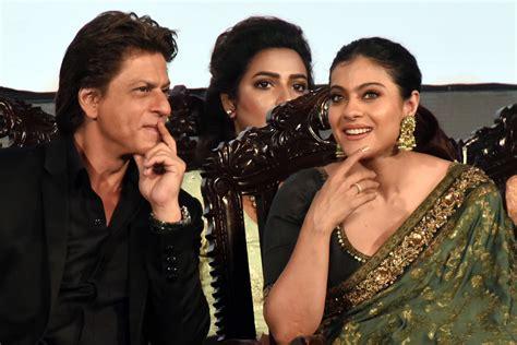 जब शाहरुख मेट काजोल! फिर मिल बैठे दो दोस्त (kiff 2017 When Shahrukh Met Kajol