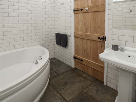Keepers Lodge Wales Bathroom