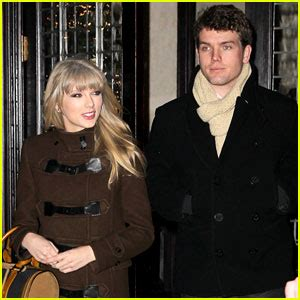 taylor swift  years eve dinner  brother austin