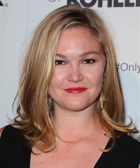 julia stiles medium straight golden blonde hairstyle