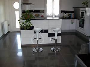 Renovation Carrelage Sol Cuisine : cuisine blanche carrelage gris new carrelage cuisine sol ~ Edinachiropracticcenter.com Idées de Décoration