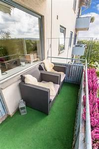 gazon artificiel au balcon conseils pratiques et idees de With tapis yoga avec petit canapé d extérieur