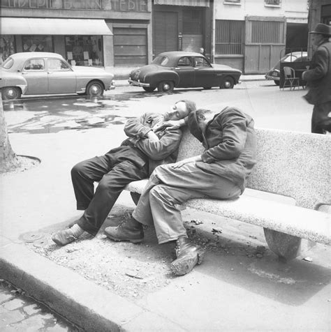 Photographes En Rhônealpes[deux Hommes Endormis Sur Un