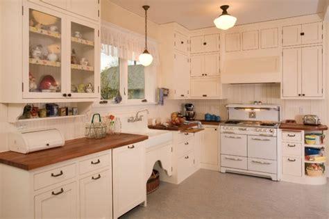 1920s kitchen design biała kuchnia z drewnianym blatem pomysły shiny syl 1019
