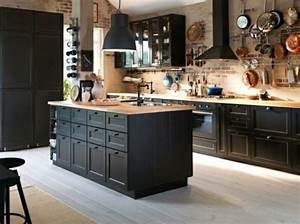 La cuisine bois et noir c39est le chic sobre raffine for Idee deco cuisine avec matelas À eau prix