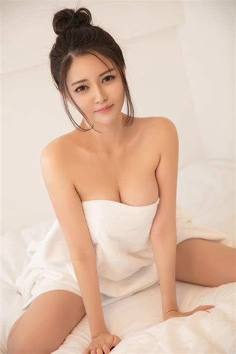 Elegant Japanese Escort Eva Spend Sex Time With Me