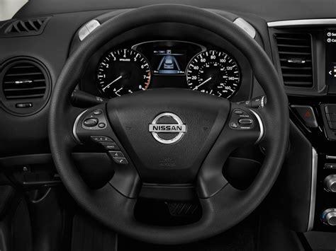 image  nissan pathfinder   steering wheel size