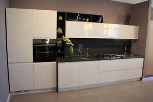 Cucina Bianca Lucida E Top Nero: Cucine componibili e su misura ...
