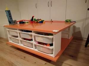 Table Avec Rangement : fabriquer une table roulettes avec les rangements jouets trofast ~ Teatrodelosmanantiales.com Idées de Décoration