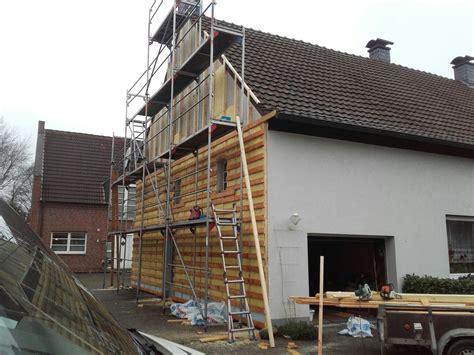 Hausfassade Mit Holz Verkleiden by D 228 Mmen Und Verkleiden Einer Fassade Spinne Bedachungen