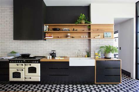 cuisine moderne noir et blanc cuisine et bois un espace moderne et intriguant