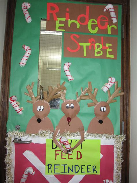 holiday door contest at peacock itasca school district
