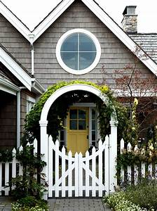 Delightful White Picket Fence Decorating Ideas For