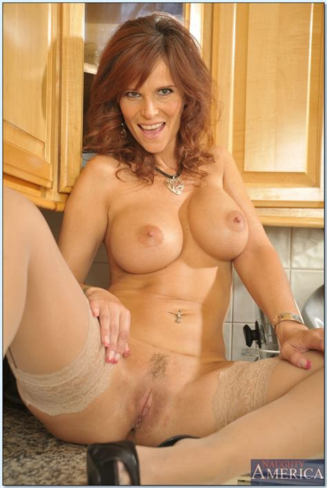 busty Mature Lady In Stockings syren de mer Stripping In