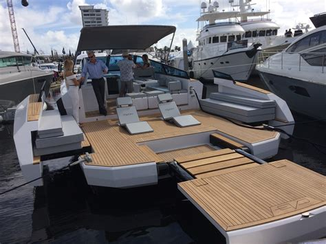 Boat Show Orlando by Boat Show Opens To Great Weather Eager Crowd Orlando