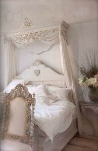 Romantic bedroom ideas with a fairytale feel decoholic for Romantic shabby chic bedroom photos