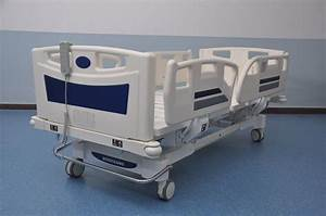 China 3 Crank Electrical Luxury Hospital Bed Manufacturers