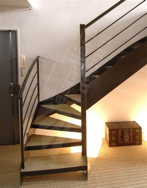 photo dt24 esca droit 174 1 4 tournant bas escalier