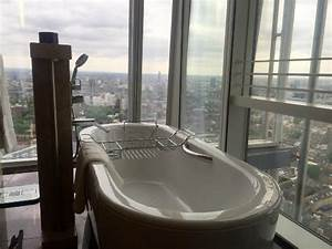 Amazing bath picture of shangri la hotel at the shard for Shangri la bathroom