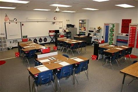 floor ls for classrooms best 25 classroom desk arrangement ideas on pinterest desk arrangements classroom