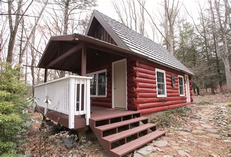 cabins in poconos 5 tiny cabins in the poconos you can rent this summer