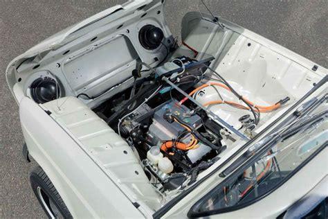 Unter der Haube steckt der Elektromotor des Renault Twizy ...