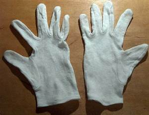 Les Gants Blancs : les gants une mauvaise solution pour manipuler les livres anciens bibliomab le monde ~ Medecine-chirurgie-esthetiques.com Avis de Voitures