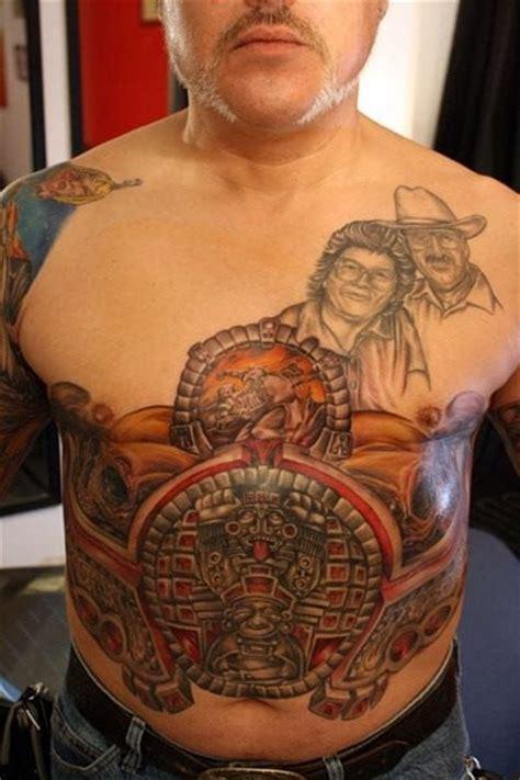 tatuaggi nelladdome  sul basso ventre
