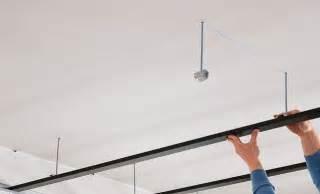 comment faire un plafond suspendu en ba13 choisir et monter un faux plafond