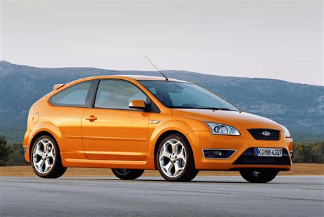ford focus st    parkers