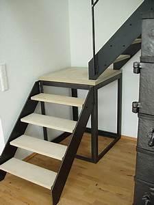 Halbgewendelte Treppe Mit Podest : treppen hoffer ~ Markanthonyermac.com Haus und Dekorationen