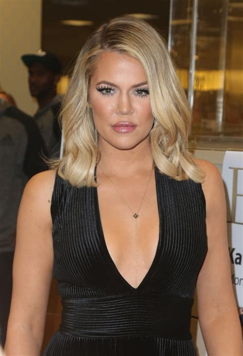 khloe kardashian medium wavy cut hair lookbook stylebistro