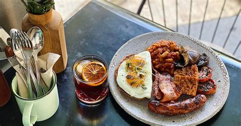 Be forewarned that the restaurant is often packed, the wait can be long, up to 30 minutes. Common Man Coffee Roasters delivery from Robertson Quay - Order with Deliveroo