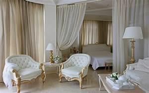 1001 modeles inspirantes de la chambre blanche et beige for Décoration chambre adulte avec pied de fenetre