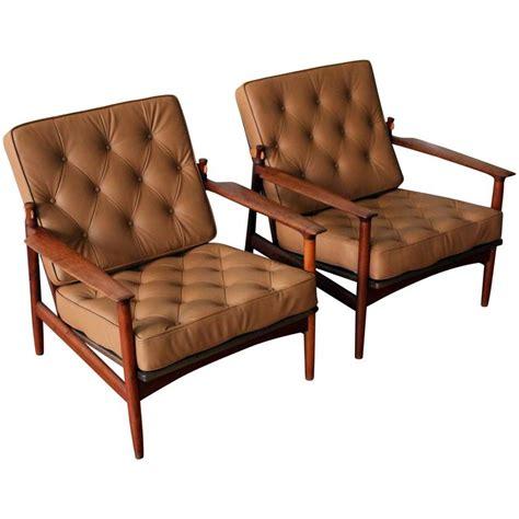 selig walnut lounge chair kofod larsen selig solid walnut leather lounge chairs