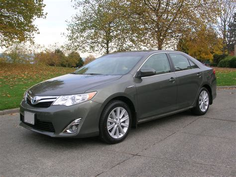 2014 Toyota Camry Review by 2014 Toyota Camry Hybrid Xle Road Test Review Carcostcanada