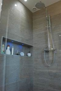 douche italienne et niche avec incrustation de leds With carrelage adhesif salle de bain avec lampe a poser led