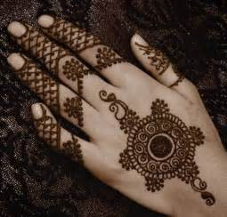 18 Quirky Arabic mehndi designs to flaunt this monsoon ...